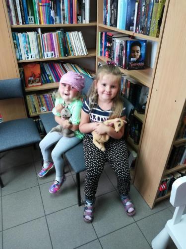 Odwiedziny przedszkolaków w GBP w Ociece - lipiec 2019
